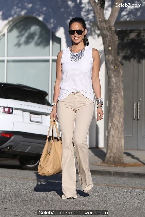 Olivia Munn Leaving a hair salon in Beverly Hills http://icelebz.com/events/olivia_munn_leaving_a_hair_salon_in_beverly_hills/photo1.html