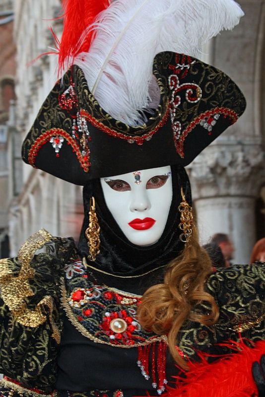 Carnival of Venice, first prize winner 2012 | Viola.bz