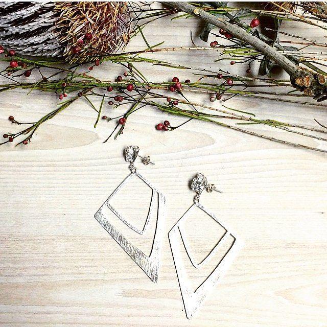 Monday night earring bling! ✨ #silverearrings #statementearrings #etsy #etsyau #etsyfinds #etsyjewellery  #handmade #handmadejewellery #jewellery #jewelry #madeinmelbourne #melbourne #melbournejeweller #organic #texture #lizzieslatteryjewellery #handmadejewellery #handmade #jewellery #jewelry #melbourne #melbournejewellery #contemporaryjewellery #madeinmelbourne #abbotsford #organic #texture #molten #nativeflowers #flowers #botanical