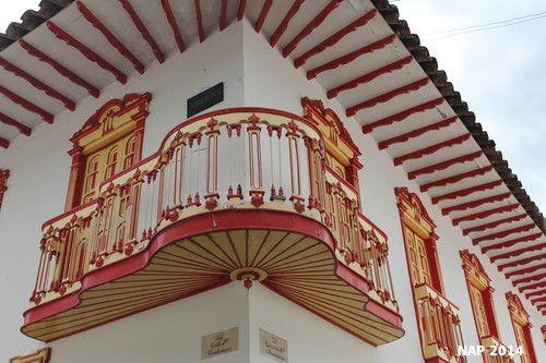 Los #Balcones y la #Talla de las #casas de los #pueblos con su magnífico #colorido