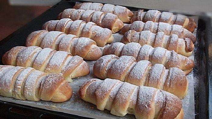 Neexistuje množství těchto croissantů, které bychom nedokázali sníst za jeden den! Jsou prostě dokonalé. Uvidíte, že jakmile je jednou ochutnáte, tak si je ihned zamilujete! Něco tak dokonalého jste určitědlouho nejedli! Tyhle tvarohové croissanty se hodí pro každou příležitost! Smlsne si na nich celá Vaše rodina! Ingredience – 1 kg mouky – 1 balení droždí