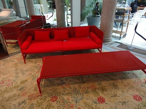 ドリアデのアウトドア家具。日本ではあまりにも屋外家具と屋外空間の演出が乏しすぎます。こんな家具を置きたくなるような空間って?