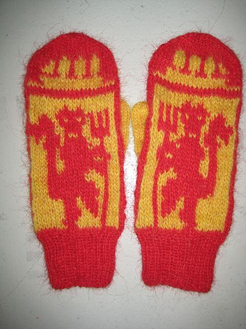 Liverpool Knitting Patterns : 28 best images about fotball knitting on Pinterest Manchester united fans, ...