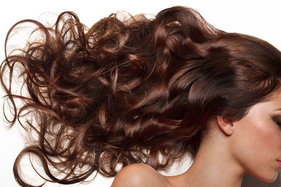 Le mélange d'huiles magique pour vos cheveux. Le bain d'huile est une technique de soin qui fait de plus en plus d'adeptes. Il faut dire qu'on se rend parfois compte que les soins du supermarché ne sont pas si bons que cela pour les cheveux (ils sont juste siliconés pour...