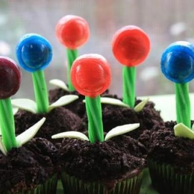 Lollipop Flower Cupcakes {Candy Crafts}: Birthday, Candy Crafts, Flower Cupcakes, Lollipop Cupcakes, Lollipops, Cupcake Idea, Party Ideas, Kid