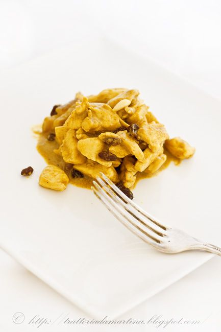 Bocconcini di pollo in salsa di curry Madras, uvetta e pinoli