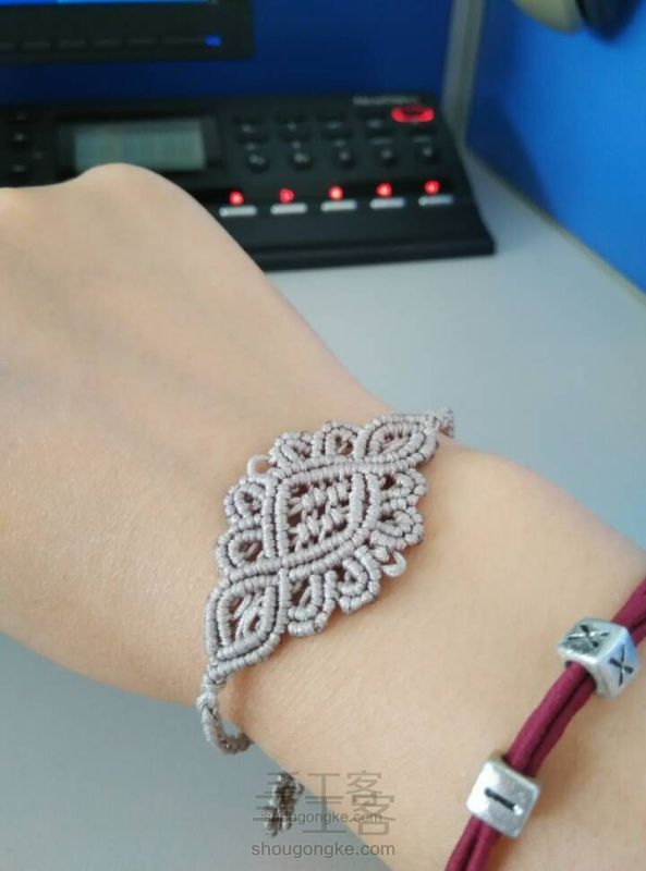 Yunxiu  macrame bracelet   great picture tutorials with instructions