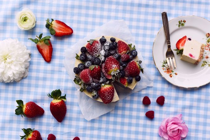 Raw berry cake.  You can find the recipe from my Sugarfree cookbook and in my blog. // Raikas raakakakku ala Karita Tykkä
