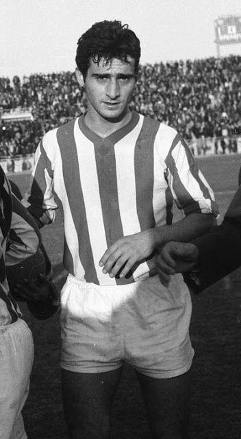 Μποτίνος Βασίλης. Βόλο. (1930). Μέσος επιθετικός. Από το 1965-1971 (140 συμμετοχές 120 goals).