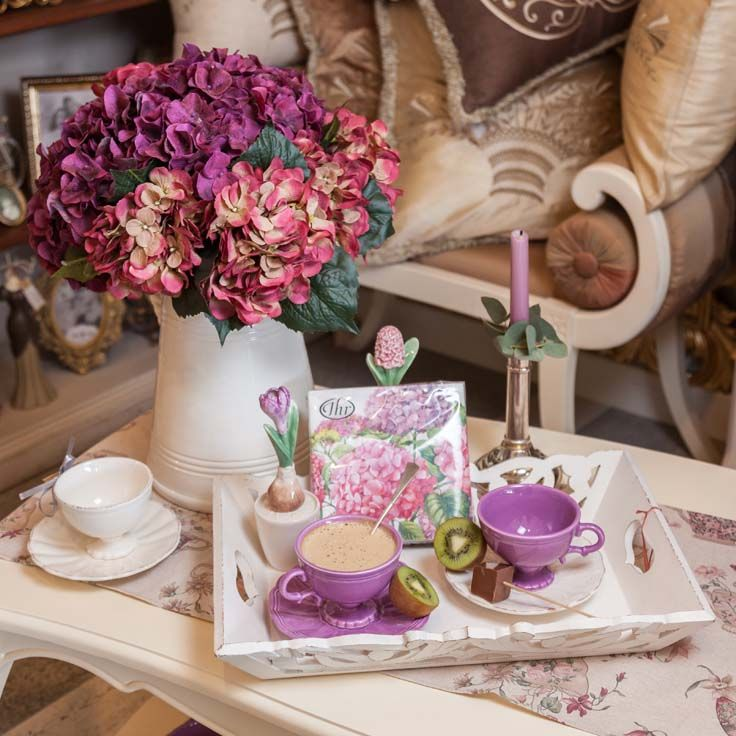 Kiwi, kiwi Lady!  Beautiful lilac royal coffee,hot chocolate and tea cups matched perfectly with hydrangeas and gorgeous napkins