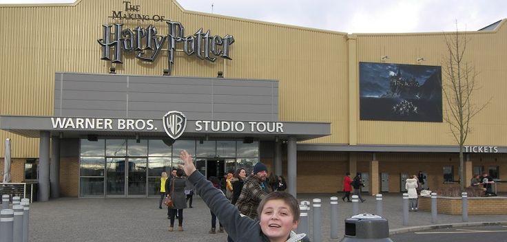 Le Harry Potter Tour est composé de deux immenses bâtiments où vous pouvez voir beaucoup de décors et d'obets des films Harry Potter. Voici mes conseils ...