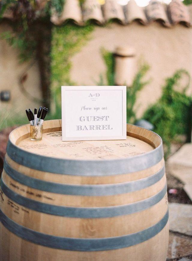 Gebruik een wijnvat als gastenboek!