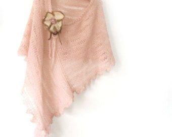 Crochet del cabo, chal de ganchillo del cordón, colmena capelet, cabo victoriano, Crochet poncho corto, cabo de Boho de abrigo, Shoulderette, chal, regalo de Etsy.  HECHO por encargo! Capa de ganchillo / capa / chal de encaje volantes volante está hecho de mezcla de lana/acrílico/mohair. Abigarrados colores son liláceo, púrpura, violeta, blanco y ligero polvo verde. Estos colores son muy refrescante, calmante y suave. La Metamorfósis de colores en uno otro.  Esta pieza de ...