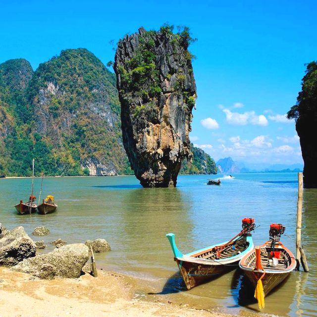 James Bond Island in Thialand's Phangnga Bay near Phuket, Thailand - http://www.smartours.com/tour/amazing-thailand-phuket-island/