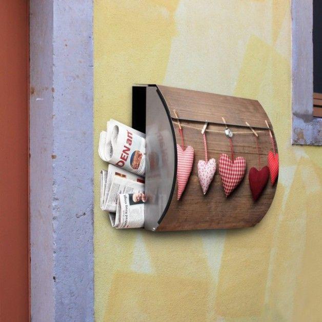 *_Motiv: Herzen (BKS 10210)_*  Dieser elegante Edelstahl Briefkasten mit integriertem Zeitungsfach überzeugt nicht nur durch sein individuelles und ansprechendes Design, sondern bietet ebenfalls...