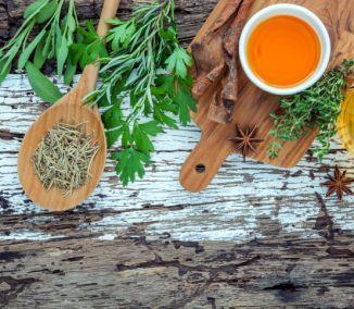 Účinné bylinky a korenia nám pomôžu v boji s rakovinou aj kilami navyše