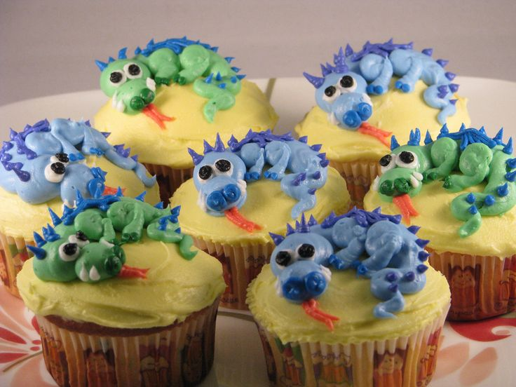 https://flic.kr/p/7CQMHp | Dragon Cupcakes | Buttercream Dragon cupcakes, design from Cupcake Ninja!