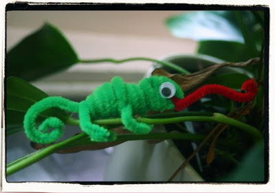 "Chameleon Pipe Cleaner Animals - ""A Color of His Own"" Activity"