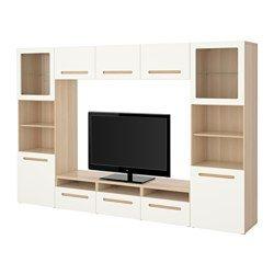 IKEA - BESTÅ, Kombinasi penyimpanan TV/pintu kaca, rel laci, tutup-lembut, Marviken kaca bening putih, , Laci dan pintu menutup secara perlahan dan tanpa suara berkat fungsi soft-closing yang terpadu.Kombinasi penyimpanan TV memiliki banyak penyimpanan tambahan sehingga ruang tamu tetap rapi.Terdapat beberapa lubang kabel di belakang meja TV sehingga kabel TV dan perangkat lainnya tertutup tetapi mudah dijangkau.Lubang kabel pada bagian membuat kabel mudah dimasukkan ke meja TV.