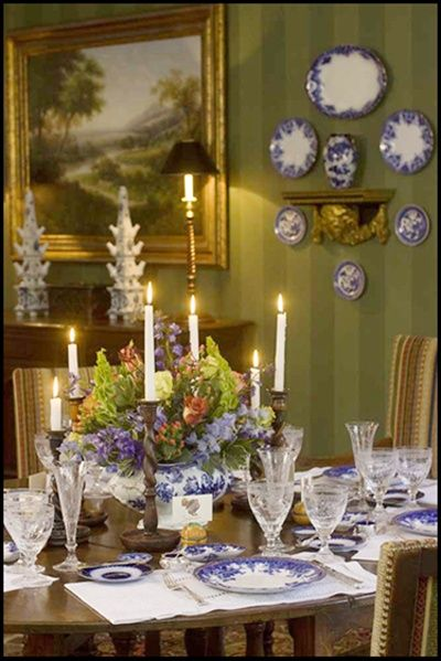 1000 images about blue white on pinterest cobalt blue for Dining room tablescapes ideas