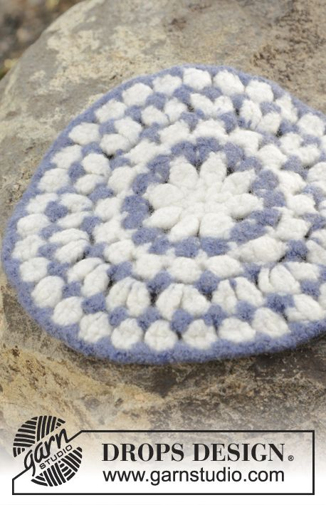 Felted seating pad with stripes, worked in the round in DROPS Eskimo. Free pattern by DROPS Design.