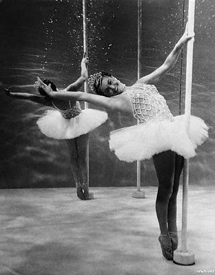 esther williams, you amaze me. @Sofia Williams this is a nutcracker ballet dance under water..