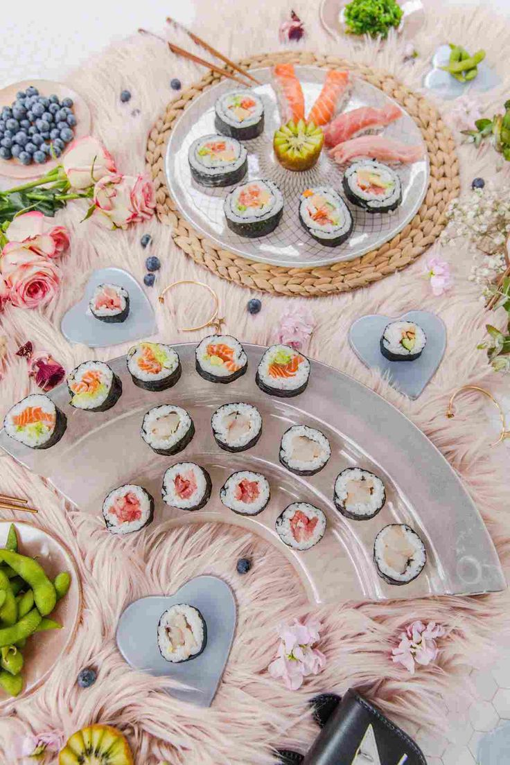 Sushi presentation platter, 1 piece Thanks for the stylish presentation of our friend @kisforkani