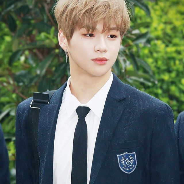 """You stole my heart, but i'll let you keep it"" ♡WannaOne♡daniel"