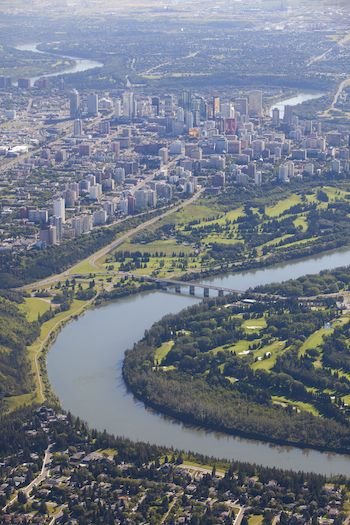 What are Edmonton's fastest growing communities?