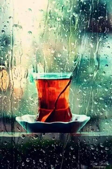 Pardon bayım dalmışım gecenin demin'de, çayın buharına, yağmur'un sesine!. . . Yağmur