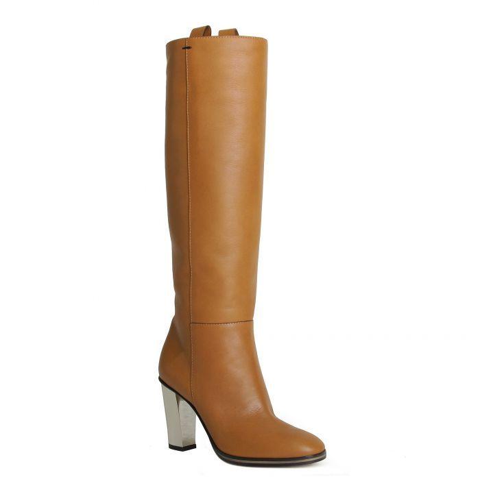 Pollini Светло-коричневые демисезонные сапоги на каблуке от бренда Pollini