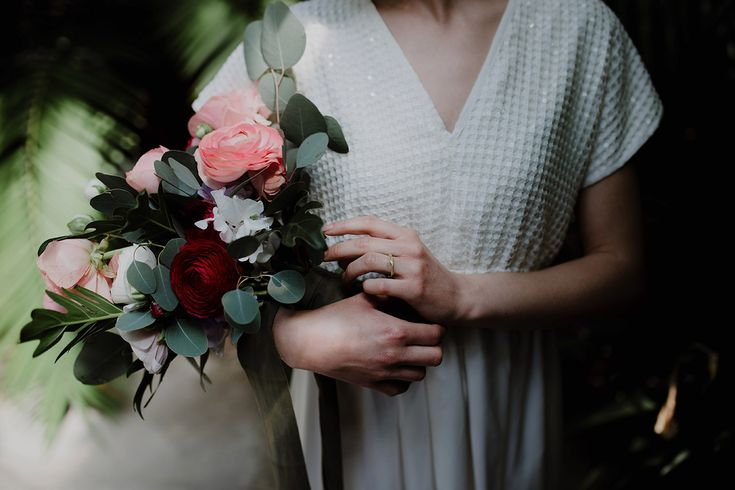 The bridal bouquet by Fluida Design | Greenhouse Wedding Inspiration in Florence, Italy