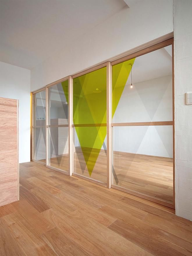 Add a touch of color to your interior with geometric shapes and mirrors.