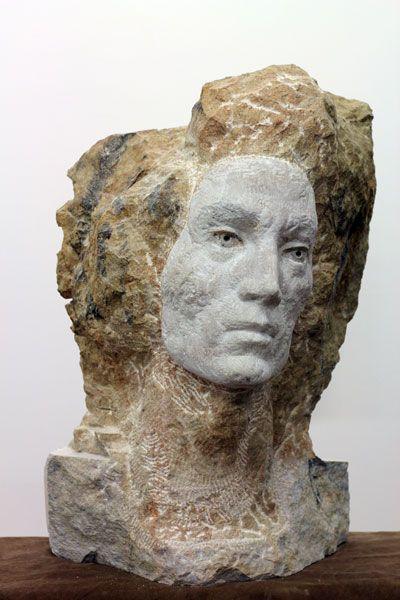 """Laura Eckert  """"Harald"""" 2012 30 x 40 x 50 cm Untersberger Marmor, Haare, Pigment, Leder"""