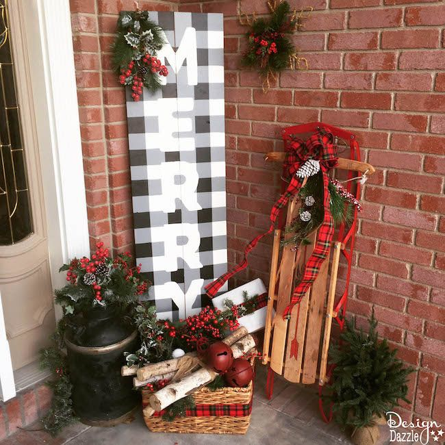 Step-by-step tutorial of how to paint buffalo check and make a cute Christmas board on Design Dazzle!