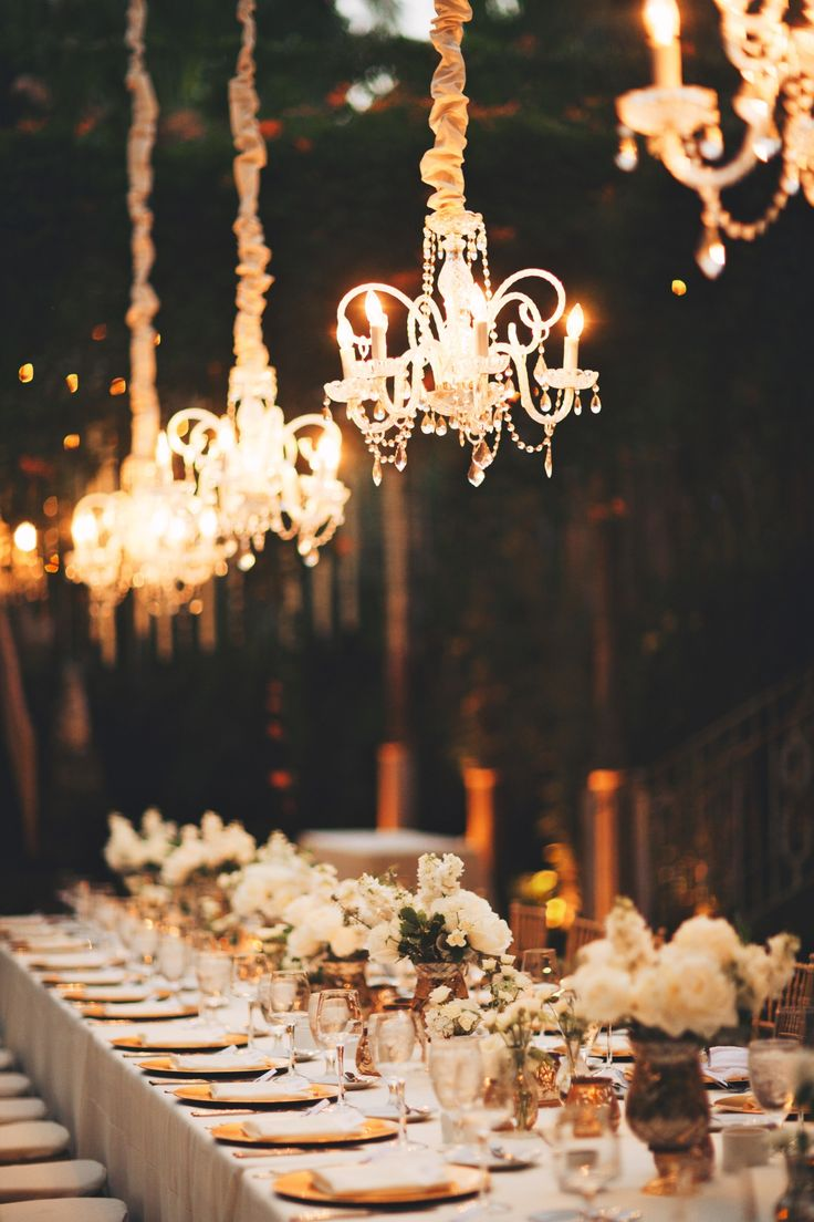 #lighting, #tablescapes, #chandelier Photography: Anna Kim Photography - annakimphotography.com Read More: http://www.stylemepretty.com/2014/10/17/magical-destination-wedding-at-haiku-mill/