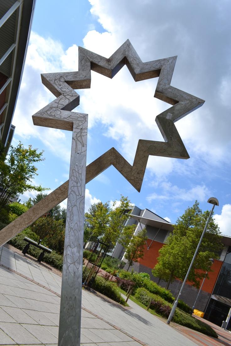 Starhead sculpture by Romanian Artist Paul Neagu outside Teesside University