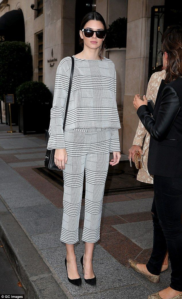 Kendall Jenner looked seriously chic when she headed out for dinner in Paris, France http://dailym.ai/1v0Oowo