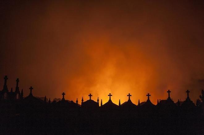 Mitolog�a, leyendas y alguna verdad sobre las causas de los incendios en Galicia  ||  Galicia, la Galicia profunda, la Galicia bella es tierra de mitos. De la Santa Compa�a y de las �nimas que vagan por las parroquias cuando la noche las asalta para advertir de alg� http://www.elmundo.es/sociedad/2017/10/21/59e7a81e22601d426c8b45da.html?utm_campaign=crowdfire&utm_content=crowdfire&utm_medium=social&utm_source=pinterest