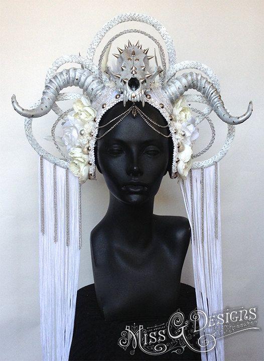A tocado de plumas del Faux orden Reina de hielo