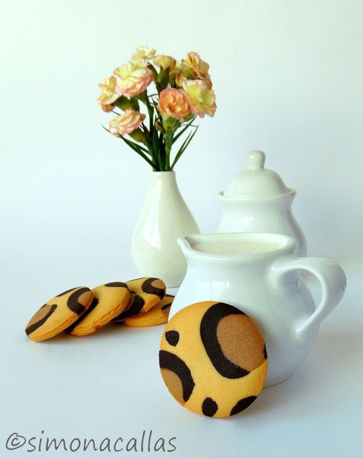 Leopard Print Cookies - Children love animals, they adore cookies and they are thrilled when you surprise them with animal themed food.