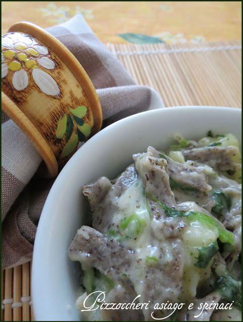 Peccati di Gola di Lella: PIZZOCCHERI ASIAGO E SPINACI http://peccatidigoladilella.blogspot.it/2013/12/pizzoccheri-asiago-e-spinaci.html