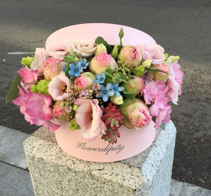 Pink & blue Out of the box  #flowerdipity #pink #blue #flowers #roses #elegant #box #surprise