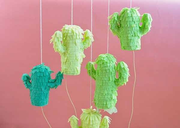 How to make mini cactus piñatas for Cinco de Mayo: Minis Cactus, Cactus Pinatas, Minis Dog Qu, Catus Piñata, Happy Day, Mexicans Parties, Mini Cactus, Cactus Piñatas, Cactus Parties