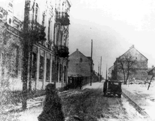 Ciepla Street in the Bialystok ghetto, during the winter.