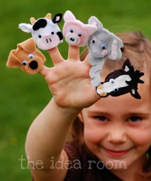 Felt Finger Puppets... and a Star Wars version! http://www.theidearoom.net/2011/09/star-wars-finger-puppets.html