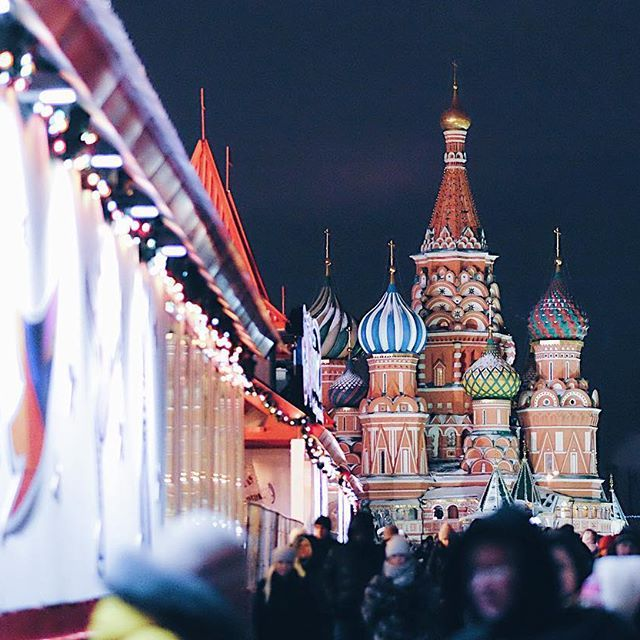 Русский внизу 👇 Russia is waiting for the most important night of the year... the one night when everyone believes that it will all change for the best, the dreams will come true and it'll be all better. As the main clock tower chimes magically at midnight, we drink champagne as we make our wishes. 🥂 Join our tradition. Believe.🎄 Saint Basil's Cathedral in winter. Red Square
