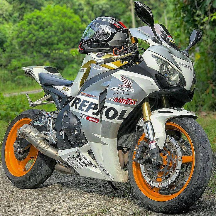 FIM Superbike World Championship, British Superbike Championship, #HondaCBR1000RR #SuperbikeRacing Honda Motor Company, #Racing #Motorcycle Honda CBR series - Follow #extremegentleman for more pics like this!