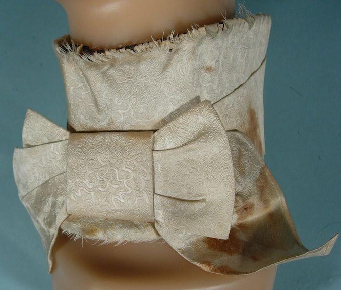 c. 1830's/1840's Men's Ivory Jacquard Silk Stock Collar