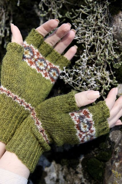 Blended Scotch mitts by Thea Colman